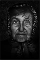 J'aimerai sourire encore... (Yves Lahanque) Tags: vieux nb bw portrait nikkor 2470 nikond700 tristesse france