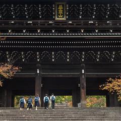 Below the gate (Tim Ravenscroft) Tags: gate sanmon chionin kyoto japan architecture hasselblad hasselbladx1d