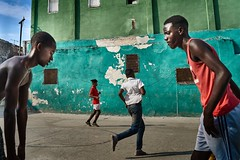 Confrontation-DSC00482_3 (thomschphotography3) Tags: cuba havana havanna boys teenagers sports basketball court colours colors colourful green streetphotography