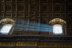 Petersdom, Rom (gaengler) Tags: rom römisch romantisch stadt city metropole vatican lichtstrahlen licht beleuchtung history geschichte antik antike