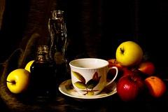owoce 6 (jadwigatrzeszkowska) Tags: martwanatura owoce obraz szkło ceramika filiżanka warszawa polska jadwigatrzeszkowska panasonic