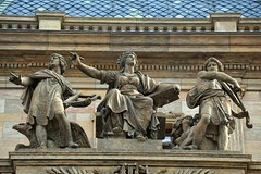 Prager Fassadendetails - 34 (fotomänni) Tags: prag praha prague kunst art reisefotografie statue skulpturen skulptur sculpture manfredweis