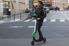 Rue Amelot - Paris (France) (Meteorry) Tags: europe france idf îledefrance paris parispeople candid street rue streetscene rueamelot man homme male guy scooter step trottinette limes tobysun bradbao lime bikesharing electric moving motion december 2018 meteorry