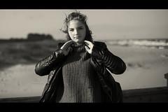 * (Henrik ohne d) Tags: eos5dmk2 ef50mmf14 september2018 portrait patricia girl wind hair beach shore shoreline ocean baltic balticsea fashion sweater cosysweater leatherjacket