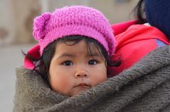 Portrait Bolivie_3164 (ichauvel) Tags: portrait fillette petitefille littlegirl bébé baby regarder lookingat exterieur outside bolivie sudlipez amériquedusud southamerica amériquelatine bolivia voyage travelmignonne cute vie life visage face regard