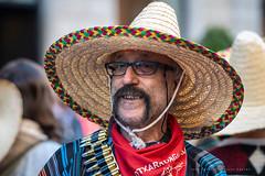 Méxicano de Otxarkoaga (Juan Ig. Llana) Tags: bilbao bizkaia vizcaya carnaval desfile disfraz méxicano sombrero bigote gafas pañuelo retrato