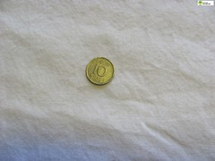 TM_IKD 163 - 10 öre 1954 (Tidaholms Museum) Tags: mynt coin föremål items objects penningar betalning payment 1954 1950talet silver