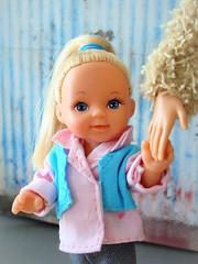 Tag Game: Pink and Blue (Deejay Bafaroy) Tags: barbie doll puppe evilove evisimbatoys girl mädchen child kid kind steffilove pink rosa blue blau light hellblau portrait porträt simbatoys hand taggame pinkandblue