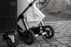 Dear Neighbour... (TablinumCarlson) Tags: europa europe deutschland germany brd brandenburg potsdam leica leicam m m240 90mm summicron kinderwagen müll sperrmüll nachbar message botschaft nachricht sw bw black white streer streetphotography dof step publicutilitycompany waste