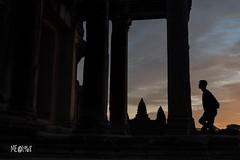 Cambogia - L'uomo e il Sacro (iw2ijz) Tags: reflex nikon d500 person people persone silouette tramonto sunset patrimonio unesco angkorwat controluce tempio temple