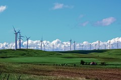 South of Goldendale, Washington. Wind turbines. (Platoesq) Tags: supervivid digitalphotography nikonphotography cloudscapes clouds