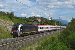 1216 025, IC 591 ( Villach -> Salzburg ). Mühldorf-Möllbrücke (M. Kolenig) Tags: 1216 intercity tauernbahn kirche berg baum