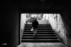 From Darkness to Light (MF[FR]) Tags: noir et blanc black white samsung nx1 escaliers stairs dark sombre light lumière people personnage lyon rhônealpes france croixrousse