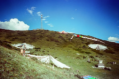 Flags & Towers (hiphopmilk) Tags: copyright©jaredyehwooehmoehfilms konica offroad 現場監督 zoom 35mm 135film film analog analogue jaredyeh hiphopmilk kodak travel china sichuan aba hongyuan longrang tibetan sky cloud tower mast prayerflags hill hillside