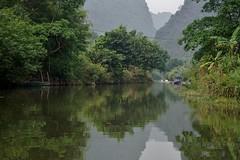 Thung Nang - balade en barque 4 (luco*) Tags: vietnam baie bay d ha long terrestre ninh binh thung nang rivière river flickraward flickraward5