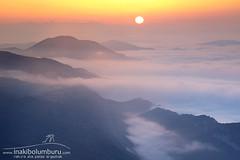 HASIERA BERRI BAT (Obikani) Tags: mountain sunrise sun mist cloudsea aralar navarra nafarroa euskalherria warm cold landscape nature