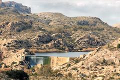 IMG_2139 Dam - Embalse Pantano de Elche (jaro-es) Tags: españa eos70d embalse dam elche wasser water agua nature natura natur naturewatcher naturemaster naturesfinest bergen blau montañas mountains