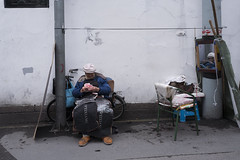 Nameless (Spontaneousnap) Tags: shanghai spontaneousnap 上海 asia afternoon china candid city takeabreak lifestyle leicaq documentary mirror countmoney street publicareas