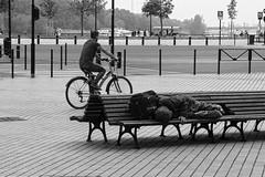 Place Lainé (just.Luc) Tags: bench bank banc bicycle bicyclette fahrrad fiets bn nb zw monochroom monotone monochrome bw place platz square plein france frankrijk frankreich francia frança bordeaux gironde nouvelleaquitaine