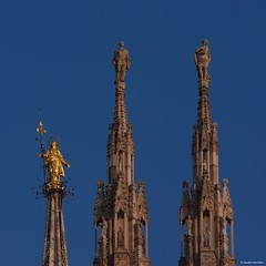IMGP4728 Pinnacles (Claudio e Lucia Images around the world) Tags: duomodimilano milano duomo madonnina madonna maria statua guglia pinnacolo cielo blu sky blue pentax pentaxk3ii tamron tamron70200 tamronlens tamronart pentaxart