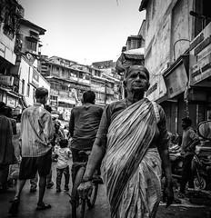 Mumbai (LXXX) (manuela.martin) Tags: schwarzundweis streetphotography bw blackandwhite mumbai india people peoplephotography foreignpeople hipshots leicammonochrom leica leicamonochrom leicam