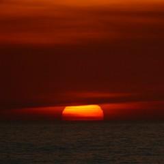 (Sa Shula de Tarifa) Tags: marrakech marruecos morocco viaje trip atardecer puesta de sol sunset mar sea océano atlántico atlantic ocean nube cloud cielo sky rojo red naranja orange colores colours calma tranquilidad calm