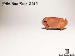 Feliz Ano Novo 2019 (Magic Fingaz) Tags: cochon pig origamipig porc maiale 猪 svinja cerdo सूअर babi 豚 beraz varken porco свинья свиња หมู domuz schweinbonneannée2019paperfoldinghappynewyear2019craftmfpppliagedepapier