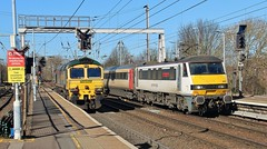 66505 & 90011. Freightliner Class 6 and Abellio Greater Anglia Class 90, Ipswich, 5th. March 2019. (Crewcastrian) Tags: 66505 90011 ipswich railways trains transport freightliner abellio greateranglia diesel electric class66 shed class90