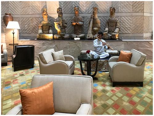 In de hal van Hotel Taj Bengal in Calcutta - Kolkata in India ...