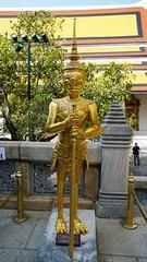 2019-02-07_15-00-24_ILCE-6500_DSC06794 (miguel.discart) Tags: 2019 27mm bangkok boudha buddhism buddhisttemple culte damnoensaduak e18135mmf3556oss focallength27mm focallengthin35mmformat27mm holiday ilce6500 iso100 lieudeculte placeofworship sony sonyilce6500 sonyilce6500e18135mmf3556oss statue temple thailand thailande travel vacances voyage watphrakeo worship