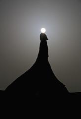 El monstruo y su luna 🌒 (pascual 53) Tags: bardenasreales lunallena largaexpo canon eos5ds 70200mm parquenatural navarra castiltierra icono cabezo