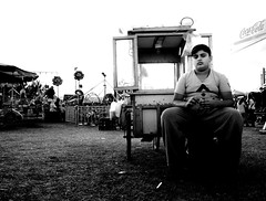 000910 (la_imagen) Tags: türkei turkey türkiye turquía pelivanköy pavli pavlipanayırı pavlids2018 fair kirmes panayırı sw bw blackandwhite siyahbeyaz monochrome street streetandsituation sokak streetlife streetphotography strasenfotografieistkeinverbrechen menschen people insan trace trakya trakien