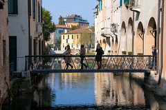 reflecting Treviso in explore 9 march 2019 (phacelias) Tags: gebouwen italia mensen spiegeling stad treviso veneto water zondag zonnig buildings edifici palazzi people persone reflections weerspiegeling riflessi città city acqua domenica sunday sole sunny