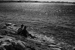 Couple by the sea (Christophe-la) Tags: japan japon okinawa 沖縄県 ウチナー okinawaken uchinaa americanvillage chatancho couple streetphotography blackandwhite noiretblanc blackwhite bnw