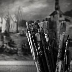 Outils pour artiste peintre (Un jour en France) Tags: canoneos6dmarkii canonef1635mmf28liiusm noiretblancfrance noiretblanc tableau outils carré