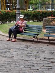espero por você aqui (lucia yunes) Tags: fotoderua fotografiaderua cenaderua descanso bancodapraça paláciodocatete riodejaneiro mobilephotographie mobilephoto streetshot streetscene streetphotography streetlife streetphoto lifeinstreet lifestreet luciayunes motoz3play