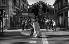 Mercat de Sant Josep (michael_hamburg69) Tags: barcelona spain spanien barcelone barcelonés barcelonesa barcellona espagne españa spagna xībānyá katalonien catalonia cataluña stjosep mercat mercado market markt markthalle people dunkincoffee street rambla ramblas monochrome mercatdelaboqueria mercatdesantjosep larambla91