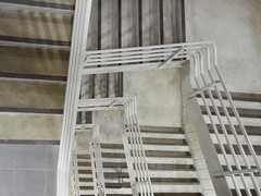 05/52 -- 2019 -- Winding Down (Pandora-no-hako) Tags: project52 stairs monochrome parkinggarage white 2019 geometry spiral indianapolis indiana steps stairway