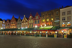 Vuoi una cena? / Fancy a dinner? (Bruges, WestFlanders, Belgium) (AndreaPucci) Tags: bruges brugge belgium night flanders west andreapucci markt