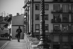 Walk Alone (antoniomolitierno) Tags: firenze strada fotografia italia toscana bianco nero stile florence street photography italy tuscany white black style ponte bridge ragazzo boy guys bag borsa canon eos 760d bn bw