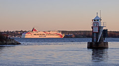 The ferry Baltic Princess departing from Stockholm while the sun rises (Franz Airiman) Tags: båt boat ship fartyg tallink ferry färja siljaline bay fjärd lillavärtan fyr lighthouse blockhusudden stockholm sweden scandinavia