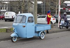 Vespa Ape und Fasnachts Clown (olds.wolfram) Tags: vespa ape pickup car auto kleinwagen klein voiture coche 1963
