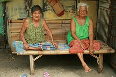 two grandmas (the foreign photographer - ฝรั่งถ่) Tags: two grandma bamboo table khlong thanon portraits bangkhen bangkok thailand canon