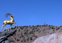 Kamchik Pass (LeelooDallas) Tags: asia uzbekistan kamchik pass landscape sky cloud dana iwachow dragoman overland silk road trip september 2018 statue gold