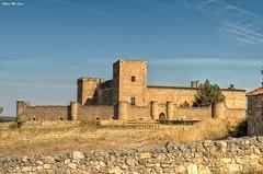 Castillo de Pedraza (Segovia) (Jose Manuel Cano) Tags: pedraza castillo castle segovia españa spain nikond5100 piedra stone cielo color colour