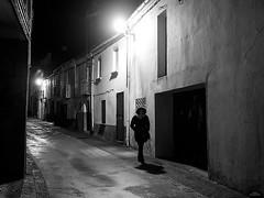 Callejeando de noche (vitometodio) Tags: piornal valledeljerte extremadura callejeando streetphoto streetphotography bnw bnwlife streetshots street fotodecalle streetphotobw calle blancoynegro streetart blackandwhite streetshot nightphotography nigthphoto nocturna noche night olympus leicapanasonic25mm blackandwhitephotography vitometodio olympusomdem5markii panasonicleica25mmf14summilux