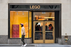 Lego shop (ricardocarmonafdez) Tags: nyc manhattan newyork cityscape city ciudad people urbano urban lego shop door puerta color effect edicion edition processed nikon ricardocarmonafdez imagination creative yourself expressyourself