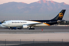 United Parcel Service | Airbus A300-600F | N130UP | Las Vegas McCarran (Dennis HKG) Tags: aircraft airplane airport plane planespotting cargo freighter canon 7d 100400 lasvegas mccarran klas las ups 5x unitedparcelservice airbus a300 a300600 a300600r airbusa300 airbusa300600 airbusa300600r a300600f airbusa300600f n130up