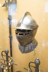 Helmet and neck guard (quinet) Tags: 2017 antik antiquitäten england helm london rüstung wallacecollection ancien antique armour armure casque helmet militaire military militärische museum musée
