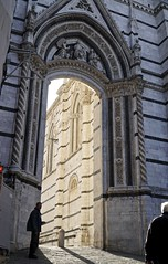 Gary, entrance to the plaza in front of the Siena Duomo (Tatiana12) Tags: siena italy doorway sienacathedral architecture unescoworldheritagesite church art dooway